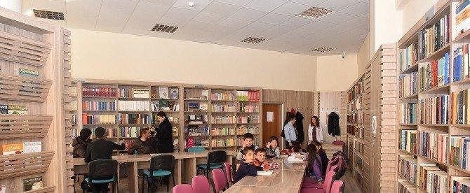Vedat Aydın Kütüphanesi'ne, Öğrenciler Ve Okurlardan Yoğun İlgi
