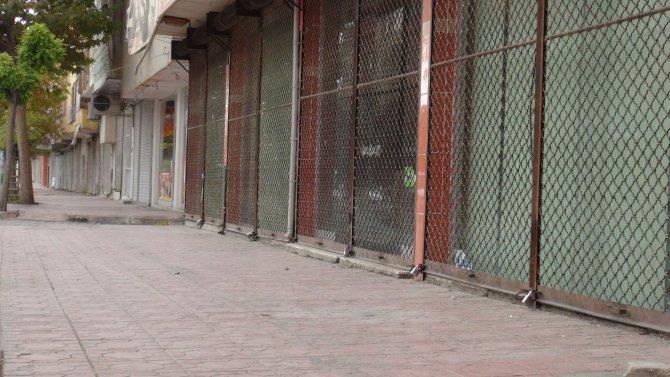 Nusaybin'de esnaf iş yerlerini açmadı