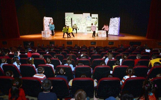 Büyükşehir'den Çocuklara Tiyatro