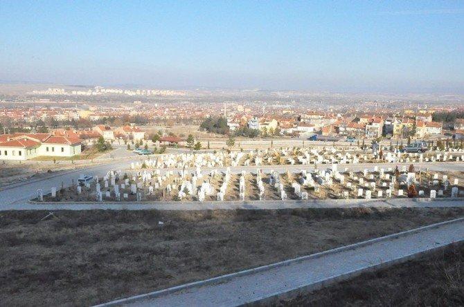 Kütahya'daki 32 Mezarlığa Bakım Ve Onarım