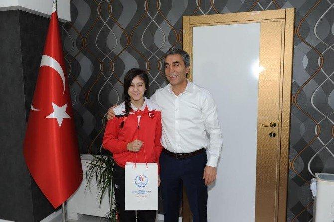 Trabzonlu Minik Bayan Güreşçiler Balkan Şampiyonası'ndan Altınla Döndü