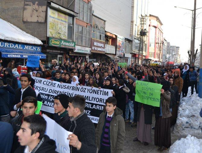 Sokağa çıkma yasakları Yüksekova'da protesto edildi
