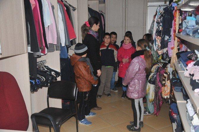 Öğrencilerden Giyim Evi'ne Ziyaret