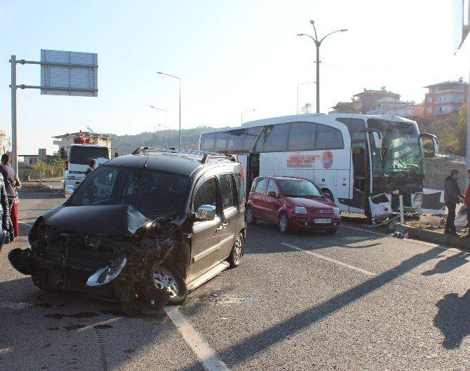 Otobüs İle Kamyonet Çarpıştı: 3 Yaralı