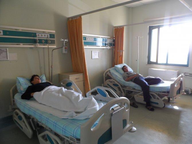 Kadirli'de 12 öğrenci zehirlenme şüphesiyle hastaneye kaldırıldı