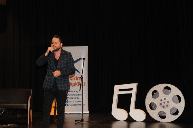 Şarkıcı Bora Duran, Fatih Üniversitesi'nde öğrencilerle buluştu