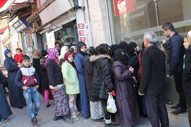 Mülteciler İzmir'de Yalnız Değil