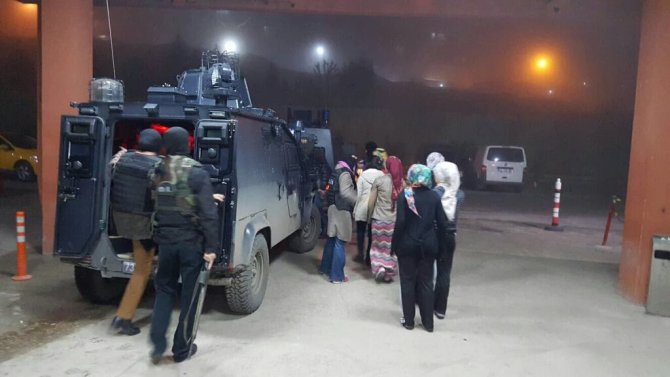 Şırnak'ta yurtta eylem yapan 9 kız öğrenci gözaltına alındı