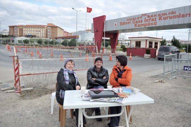 Gazetecilerin Silivri'deki 'umut' nöbeti devam ediyor