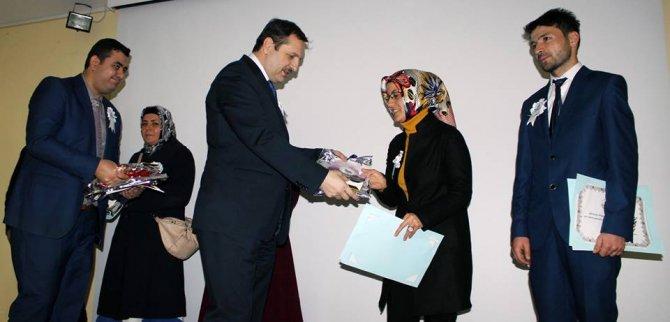 Açık Öğretim Lisesinden mezun olan 32 öğrenciye diplomaları verildi