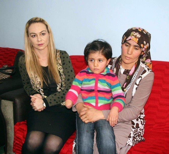 """Yozgat'ta Kolu Kesilen Minik Meryem: """"Anne Elim Ne Zaman Çıkacak"""""""