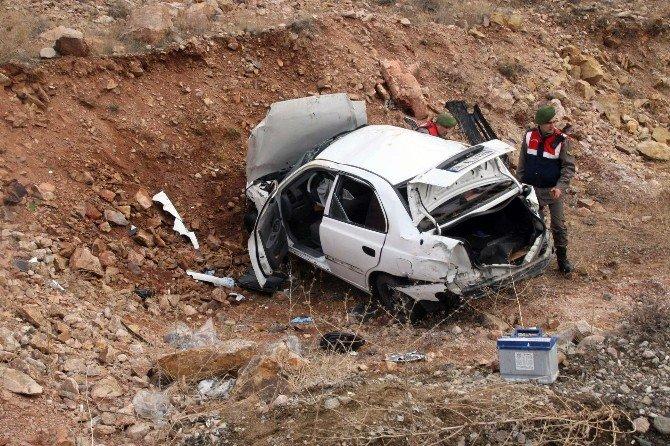 Yozgat'ta Otomobil Şarampole Uçtu: 2 Ölü
