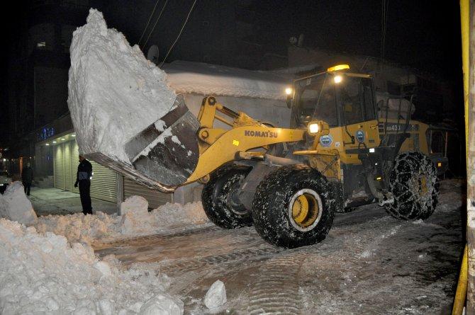 Yüksekova'da karla mücadele