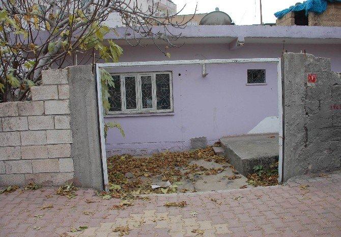 Hırsızlar Bahçe Kapısını Çaldı
