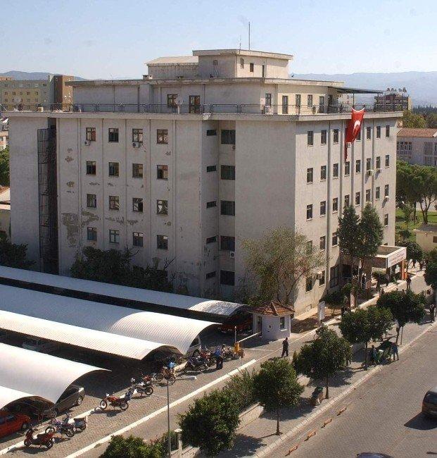 7 Yıl Önce Yıkım Kararı Çıkan Hastane Binası Boyanmaya Başladı