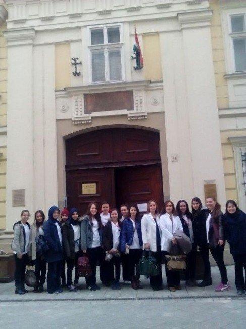 Burhaniyeli Sağlıkçılar Macaristan'dan Döndü