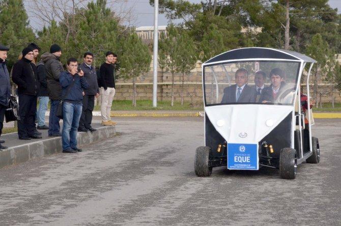 Azerbaycan'da öğrencilerin ürettikleri elektrikli otomobiller görücüye çıktı