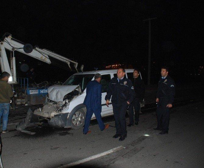 Polis Otosu Minibüse Çarptı: 2 Polis Yaralı