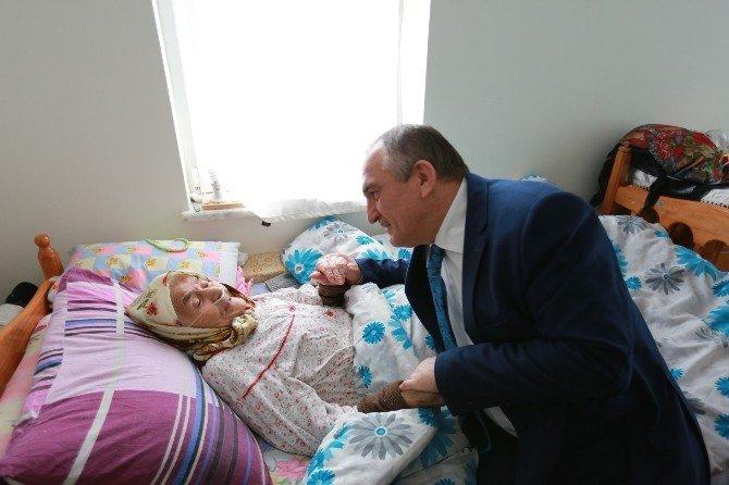 Bolu Belediye Başkanı Yılmaz'dan Hastalara Ziyaret
