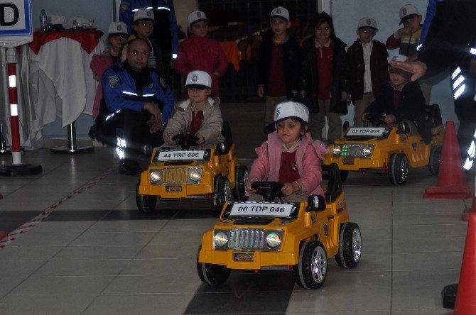 Minik Öğrencilere Trafik Eğitimi