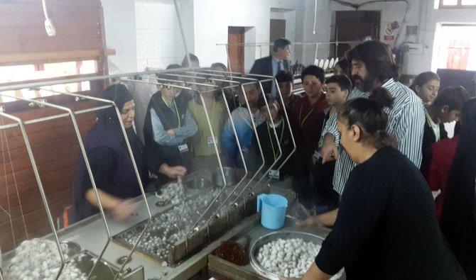 Bursa'da öğrencilere ipek böceği eğitim seti dağıtıldı