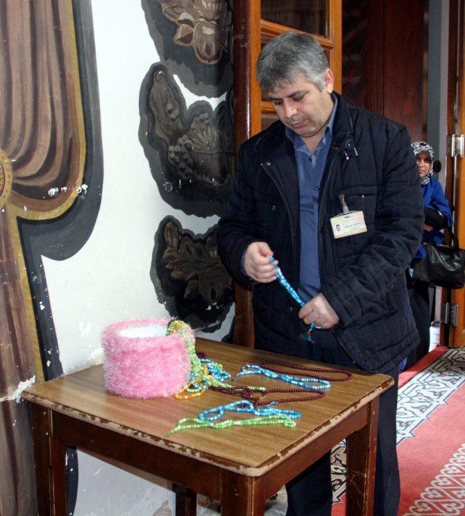 Bursa Ulucami'nde tek kullanımlık tespih dönemi