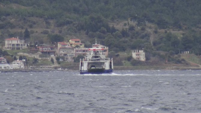 Bozcaada ve Gökçeada feribot seferlerine fırtına engeli