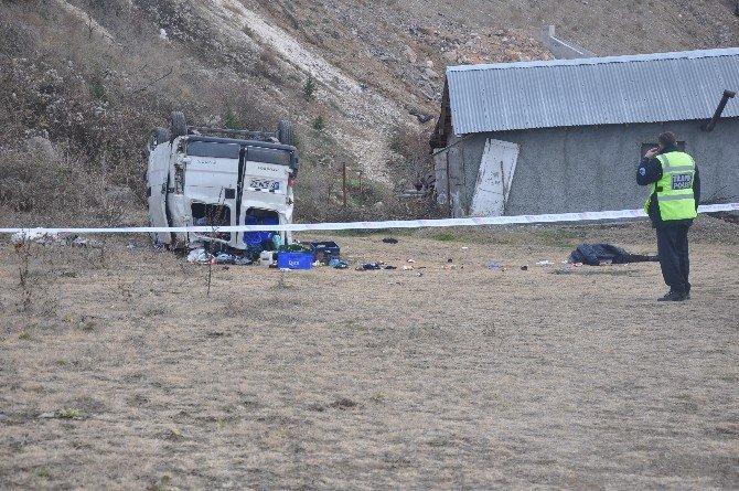 Çankırı'da Trafik Kazası: 1 Ölü, 1'i Çocuk 4 Yaralı
