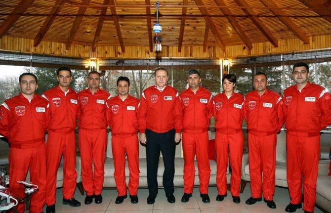 Erdoğan, Türk Yıldızları'nı ziyaret etti