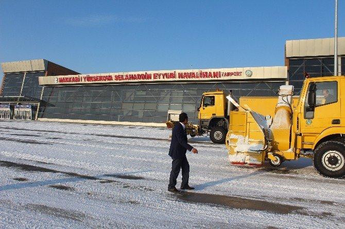 Yüksekova Havalimanı Hizmete Hazır Tutuluyor