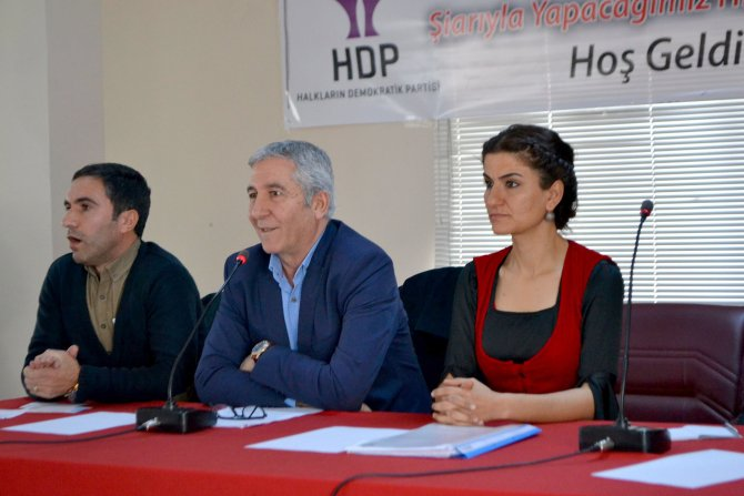 HDP, Yüksekova'da konferans düzenledi