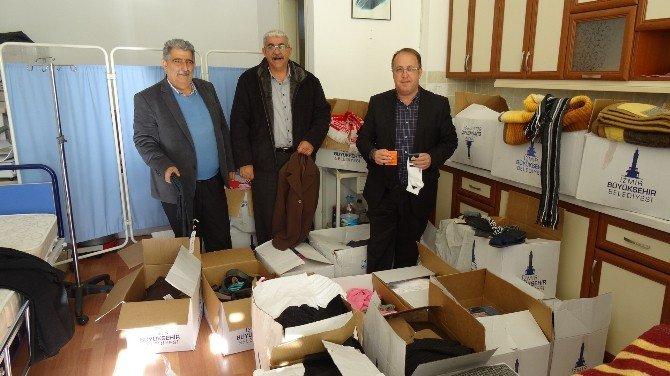İzmir Belediyesi'nden Kaçaklara Yardım Malzemesi