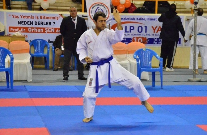 Türkiye Büyükler Ve Veteranlar Karate Şampiyonası Adana'da Başladı
