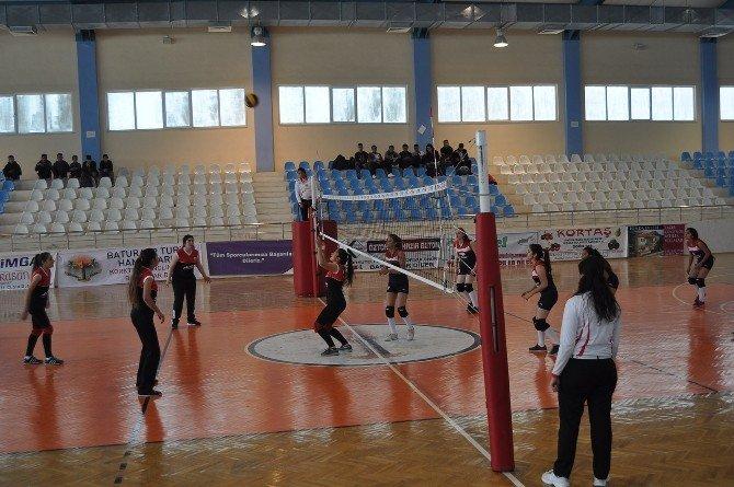 Gençler Ve Yıldızlar Voleybol Turnuvası Devam Ediyor
