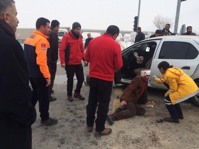 Muş'ta Trafik Kazası: 2 Yaralı