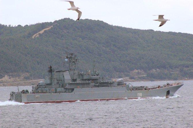 Rus Savaş Gemisi Çanakkale Boğazı'ndan Geçiş Yaptı