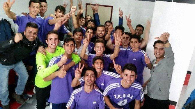 Salon Futbolunda Gaziantep Şampiyonu Şahinbey Yahya Kemal Beyatlı Anadolu Lisesi Oldu