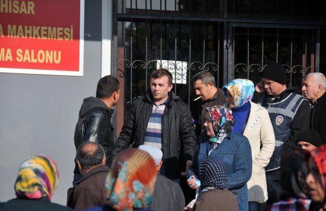 Faciadan kurtulan madencinin çelişkili ifadelerine aileler tepki gösterdi