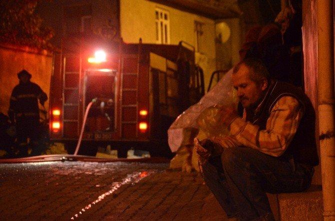 4 Katlı Binada Çıkan Yangın Panik Yaşattı
