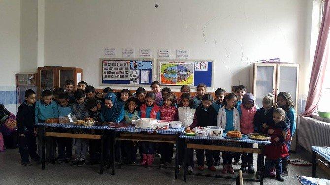 """27 Ağustos İlkokulu'nda """"Tutum, Yatırım Ve Türk Malları Haftası"""" Kutlaması"""