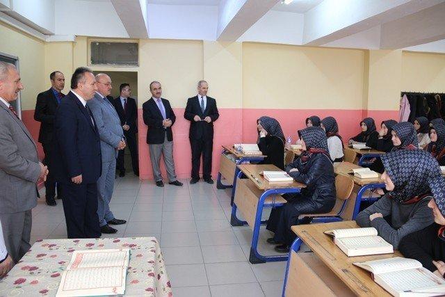 Vali Ali Fidan Okulları Geziyor