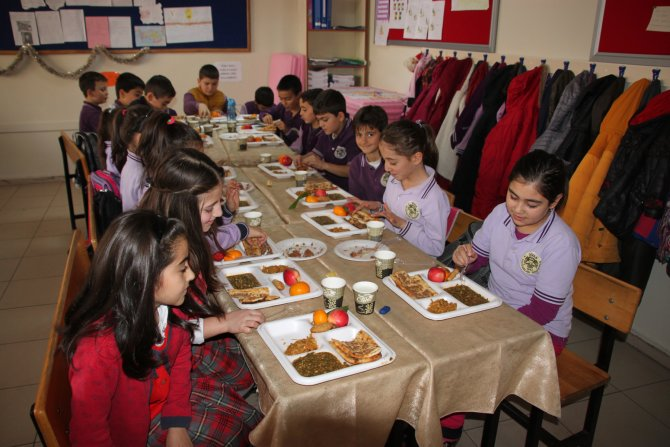 Etli ekmek ve madımak ile Yerli Malı Haftası kutladılar