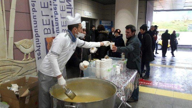 Marmaray'da Vatandaşlara Sabah Çorbası Sürprizi
