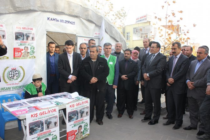 Kahta'da Suriyeliler için yardım çadırı kuruldu