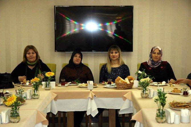 AK Partili Bayanlar Bir Araya Geldi