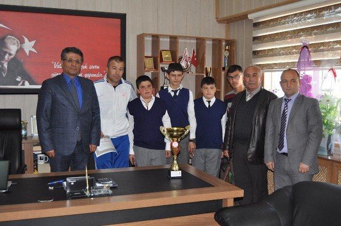Masa Tenisi Şampiyonları Milli Eğitim Müdürlüğünde