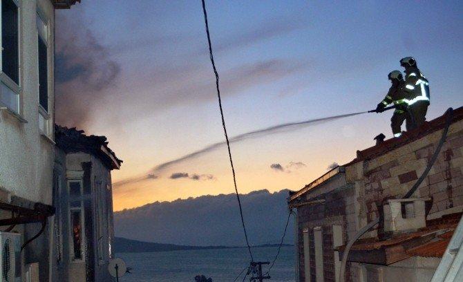 Ayvalık'ta Çıkan Yangında Tarihi Ev Kül Oldu