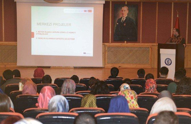 BÜ'de Yurtdışı Eğitim Olanakları Anlatıldı