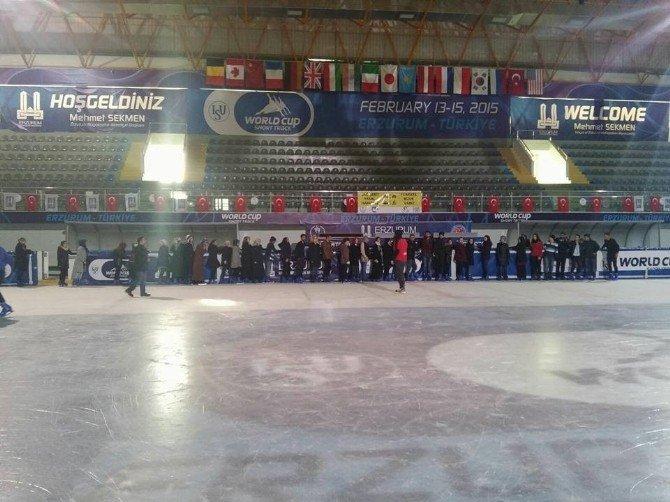 Gençler Buz Pateninde Buluştu