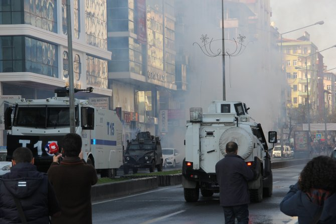 Diyarbakır'da Sur'a yürümek isteyen gruba polis müdahale etti